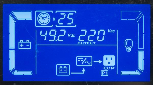 Отображение информации на встроенном дисплее ИБП при питании от батарей