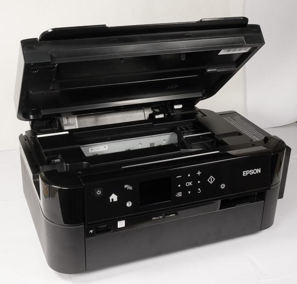 Верхняя часть корпуса открывается, обеспечивая доступ к печатающей головке и другим узлам МФУ