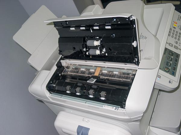 Доступ к тракту подачи устройства автоматической загрузки оригиналов сканирующего модуля