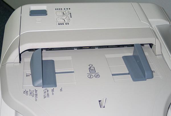 Лоток устройства автоматической загрузки оригиналов сканирующего модуля