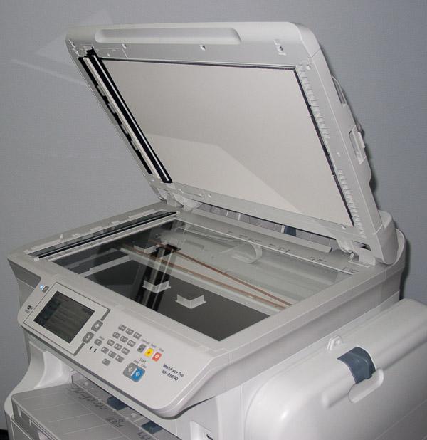 МФУ оборудовано сканирующим модулем планшетного типа