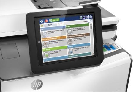 Панель управления МФУ HP PageWide Enterprise Color MFP 586 оборудована дисплеем с цветным сенсорным экраном размером 20,3 см по диагонали