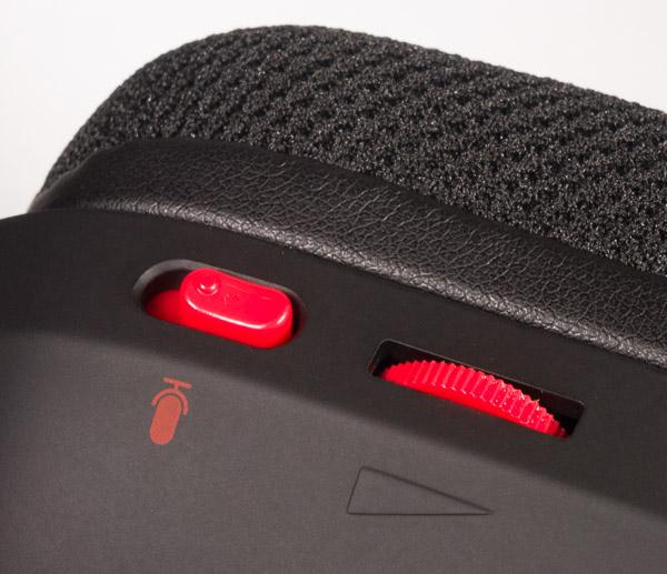 Регулятор громкости и выключатель микрофона на корпусе левой чашки