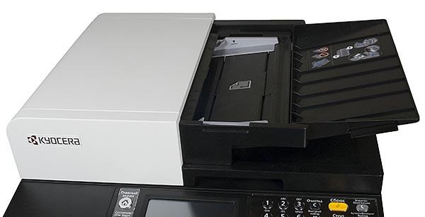 В крышку сканера встроено устройство автоматической подачи оригиналов