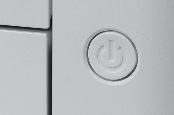 Кнопка включения питания на передней панели корпуса